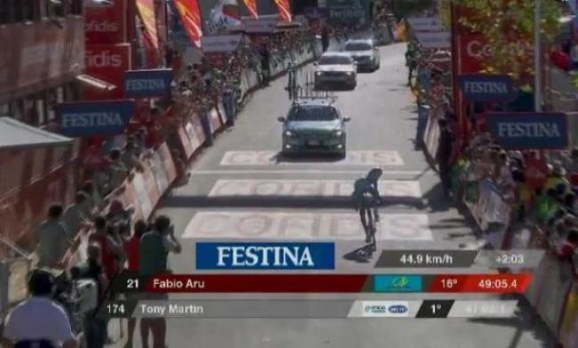 Vuelta, Quintana scivola Aru limita i danni