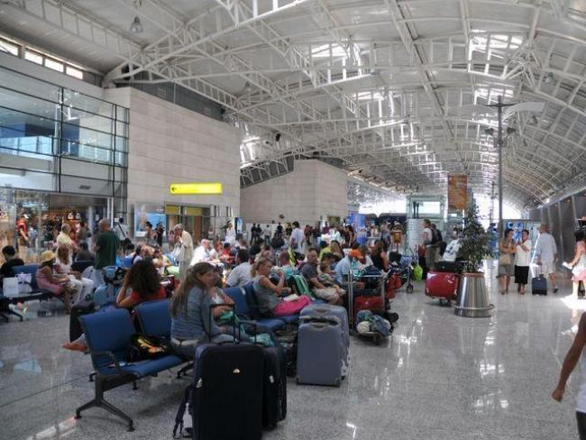 due giorni di sciopero lascerà a terra tra i 50 e i 100 mila passeggeri. Ecco come tutelarsi