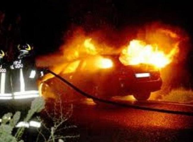 Piromani scatenati auto e cassonetti in fiamme a cagliari for Due esse arredamenti settimo san pietro