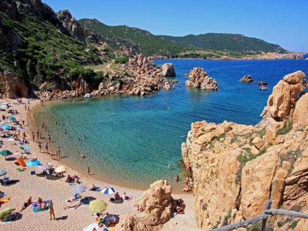 Paesaggi mozzafiato e buon cibo la sardegna corteggia i - Regioni italiane non bagnate dal mare ...