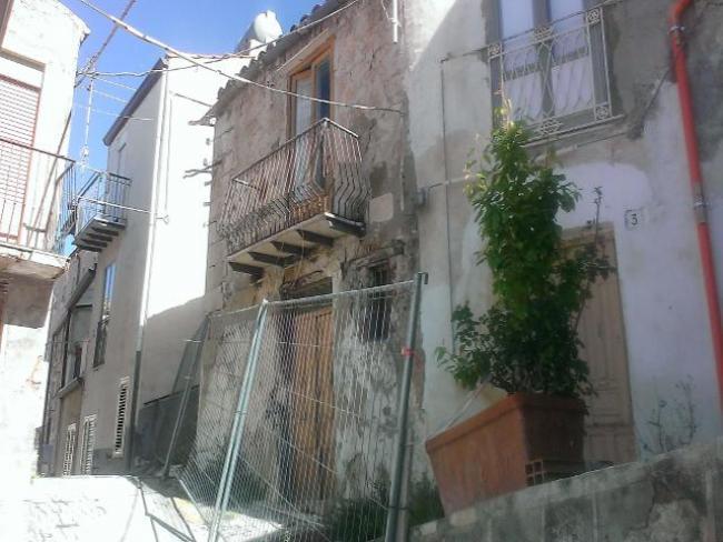 In sardegna migliaia di case a rischio crollo incertezza - Piano casa sardegna ...