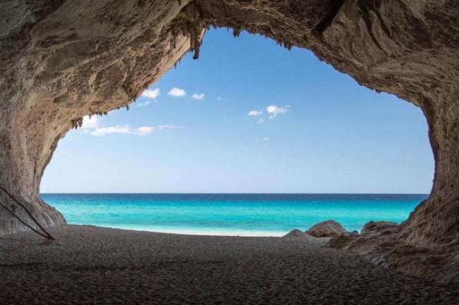 Foto del giorno le grotte di Cala Luna