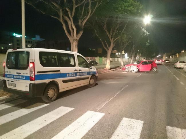Incidente stradale sulla 554, coinvolte cinque auto, grave un sedicenne
