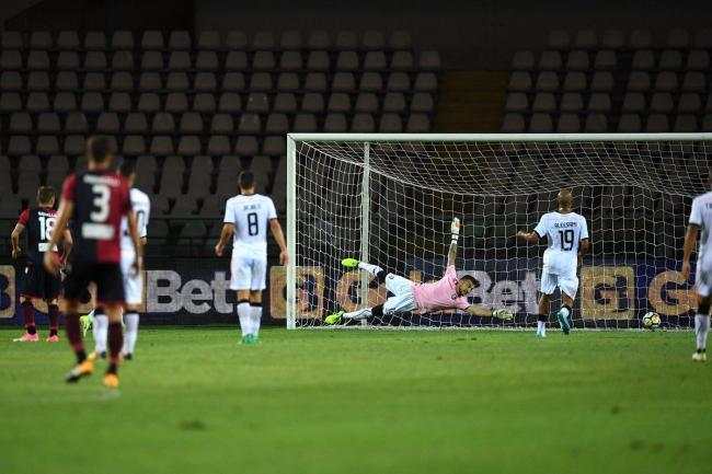 Il Cagliari parte a singhiozzo. Coppa Italia, Palermo domato solo dopo i rigori