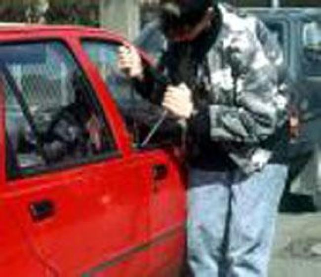 """A Cagliari il """"Cavallo di ritorno. Ruba autoradio e chiede 20€ alla proprietaria: arrestato"""